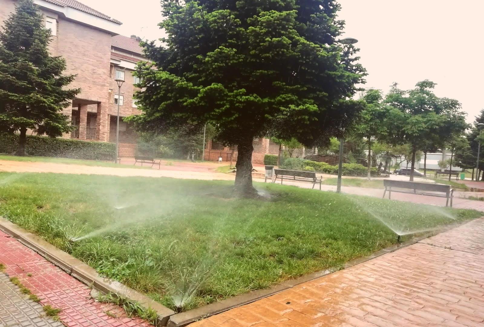 Mantenimiento de sistemas de riego en jardines y comunidades de vecinos